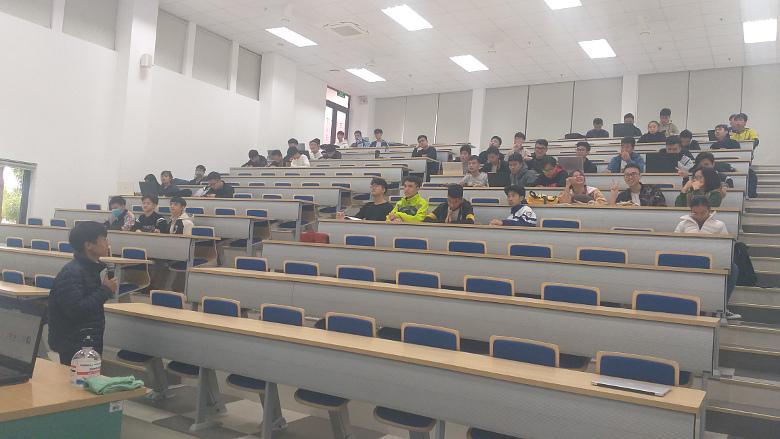 Giới thiệu tài nguyên mở và phần mềm nguồn mở cho các sinh viên CNTT năm đầu ở Đại học Phenikaa